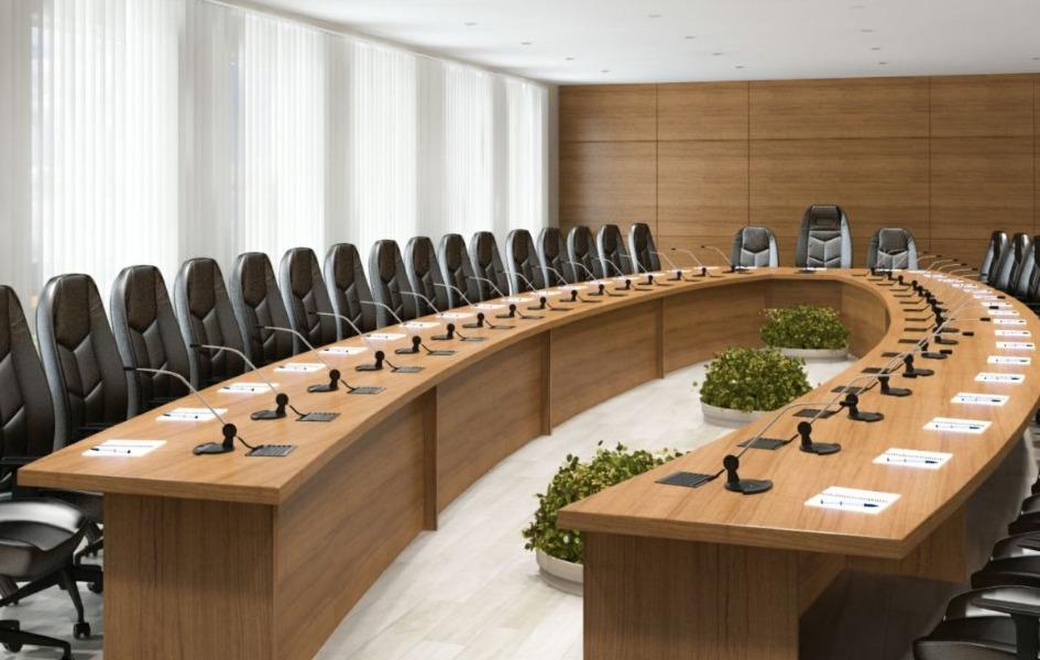 Hilal Cilalı Ahşap Toplantı Masası
